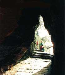 아미산(峨嵋山)의 세가지 수수께끼